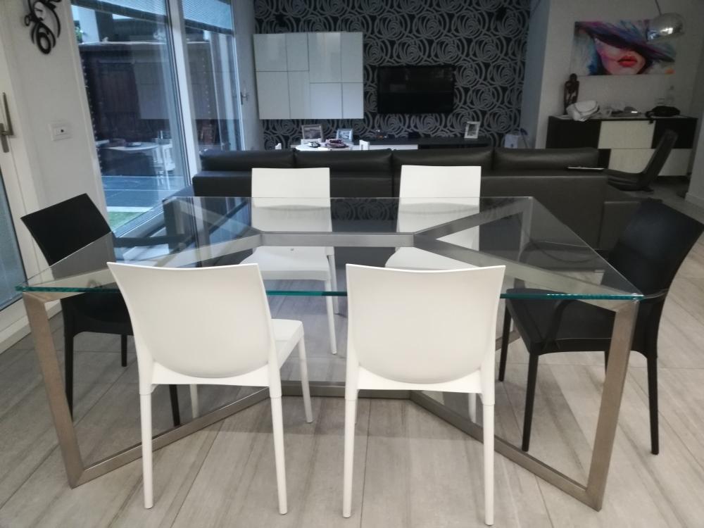 Piano Tavolo Vetro Su Misura.Realizzazione Tavoli In Vetro Milano E Provincia Vetrofer
